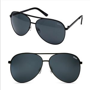 Quay Vivienne Sunglasses in Black/Smoke